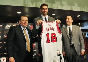 tom-thibodeau-pau-gasol-gar-forman-nba-chicago-bulls-press-conference-850x560